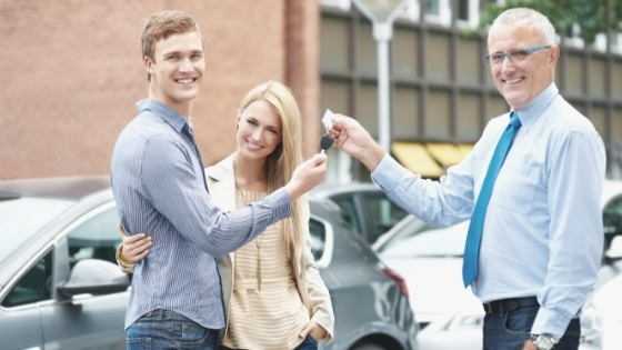 couple leasing a car
