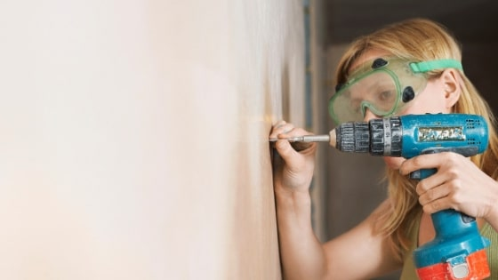 woman doing home remodel